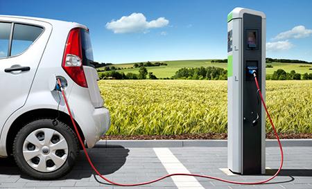 Електромобіль або авто на бензині? Що вигідніше?