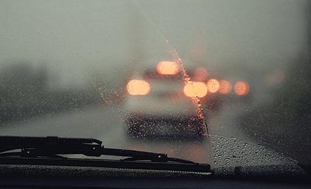 Почему запотевают стекла в автомобиле и как с этим бороться